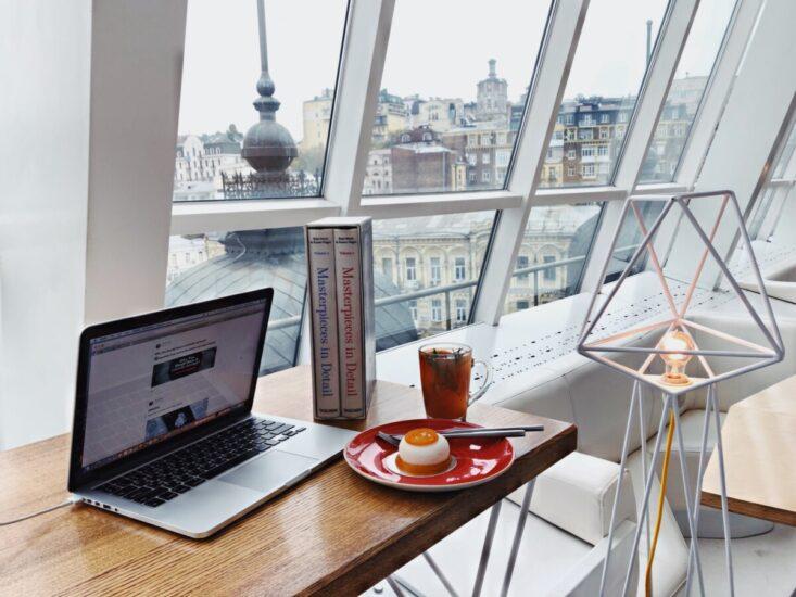Un suflu nou prin obiecte de decor in mobila birou
